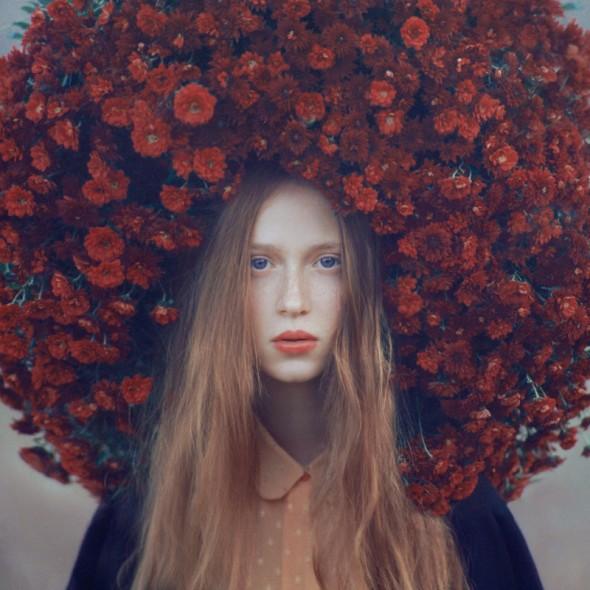 Emotive portraits fleurs rouges séchées Oleg-Oprisco