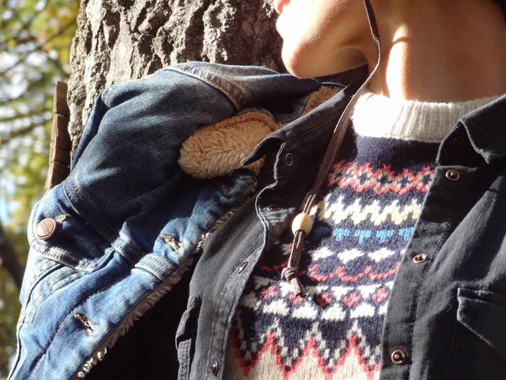 pull de montagne et chemise en jean