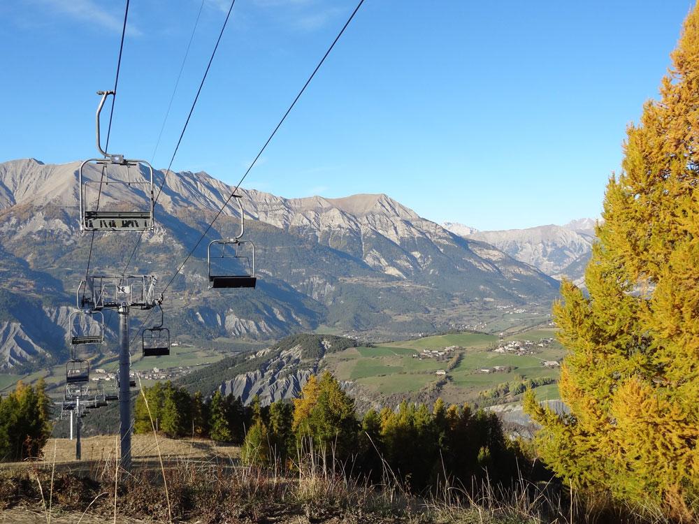 station de ski vallée de l'ubaye à l'automne