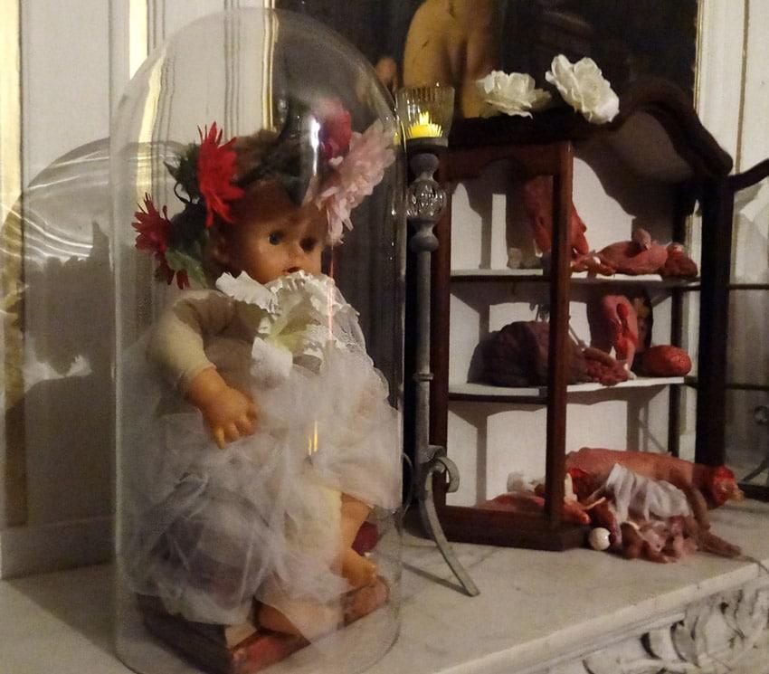 décoration poupées halloween chateau de la barben