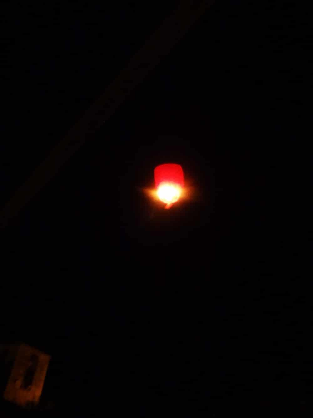 lettre papa noel volant dans le ciel la nuit