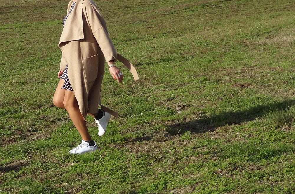 stan smith et manteau feutre beige