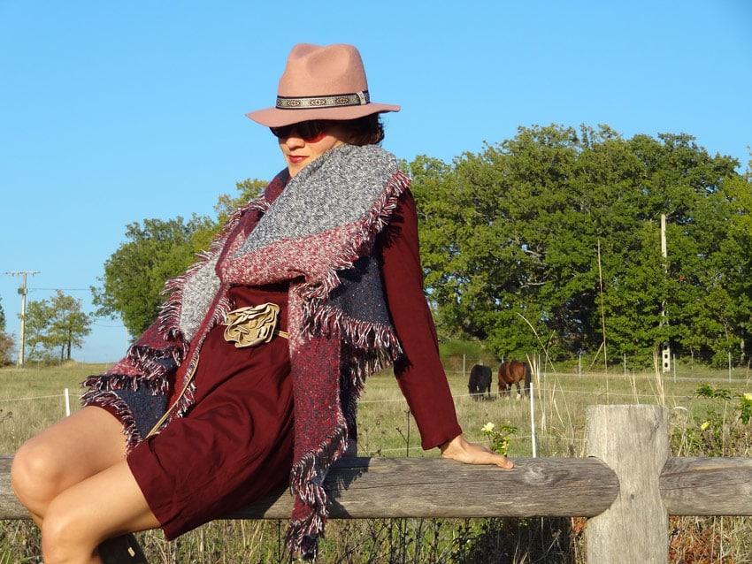 file de ranch style gypsy dans une carrière pour chevaux