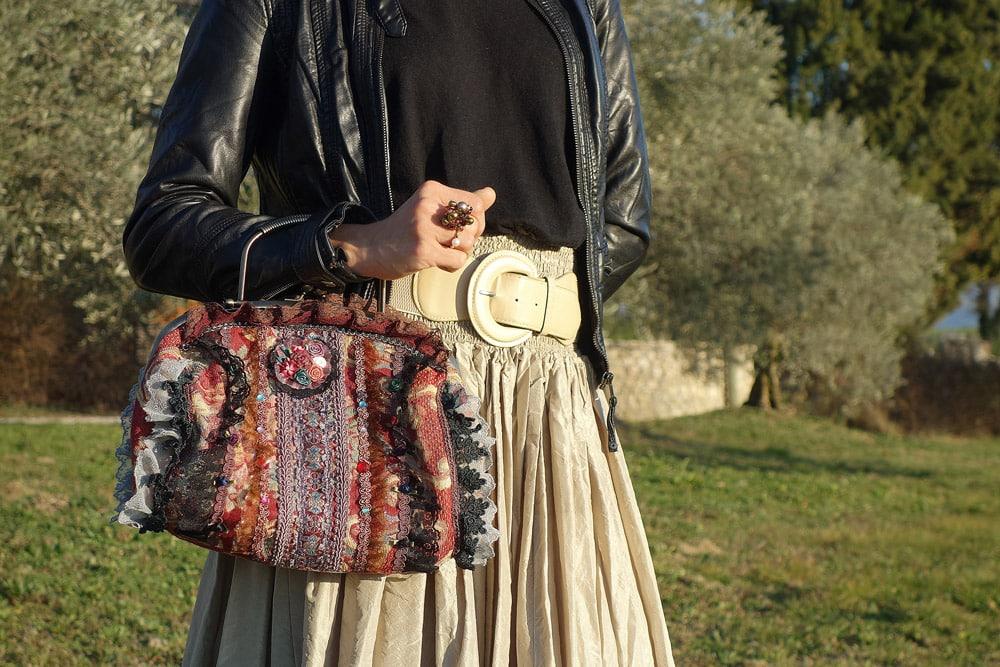 tenue de fête sac baroque chic et perfecto noir
