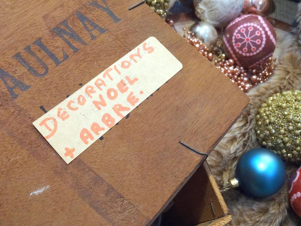 boite de décorations de Noël