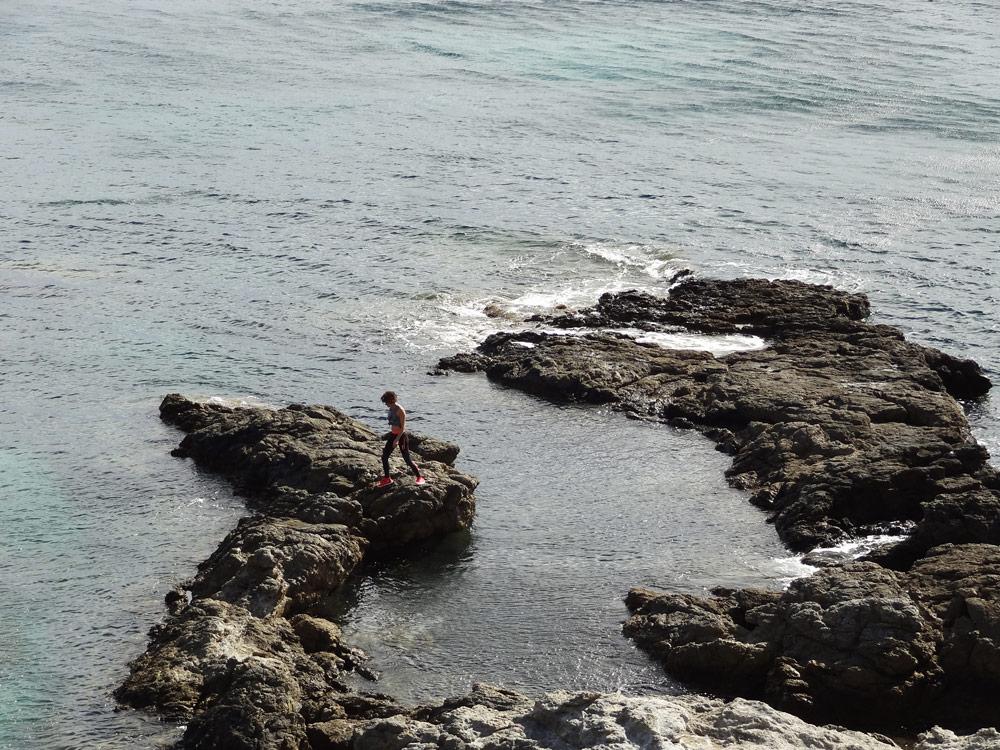 corse sauvage et vent libeccio trail en bord de mer