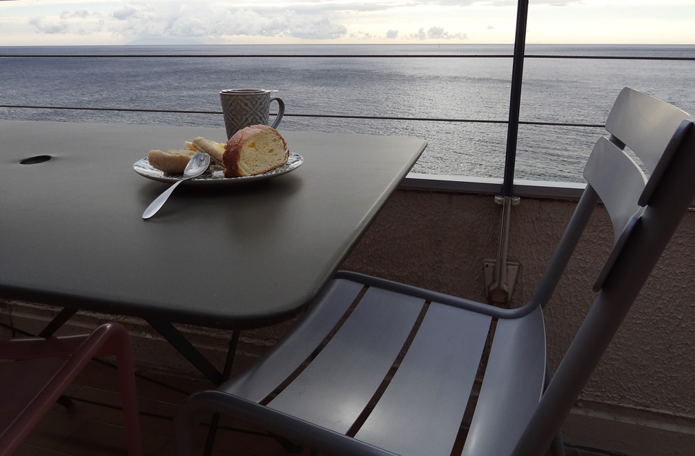 petit dejeuner bord de mer corse