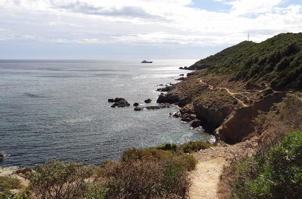 sentier des douaniers trail en bord de mer corse