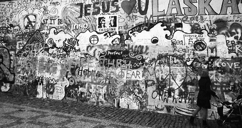 mur John Lennon à Prague réussir son voyage