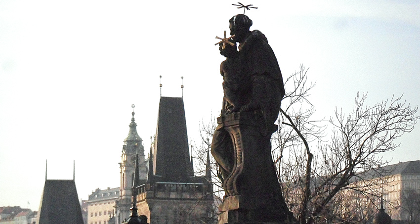Prague pour un weekend le pont Charles statues baroques et bohèmes