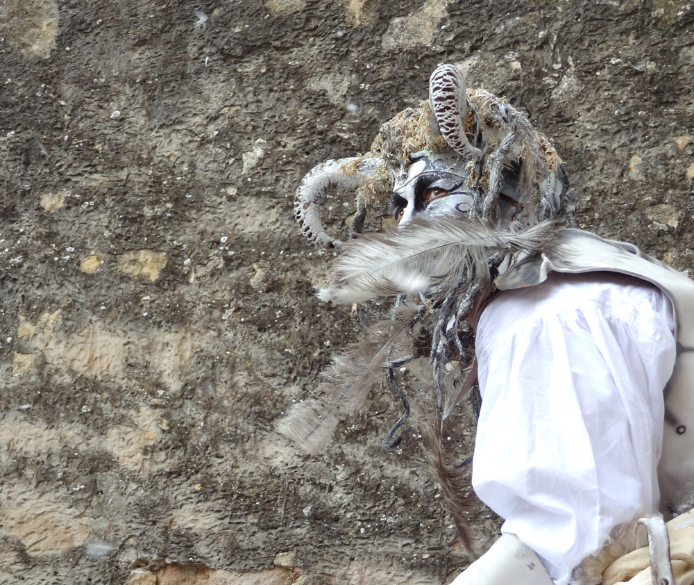 fete medievale theatre troupe Desmodium art rue Peyrolles