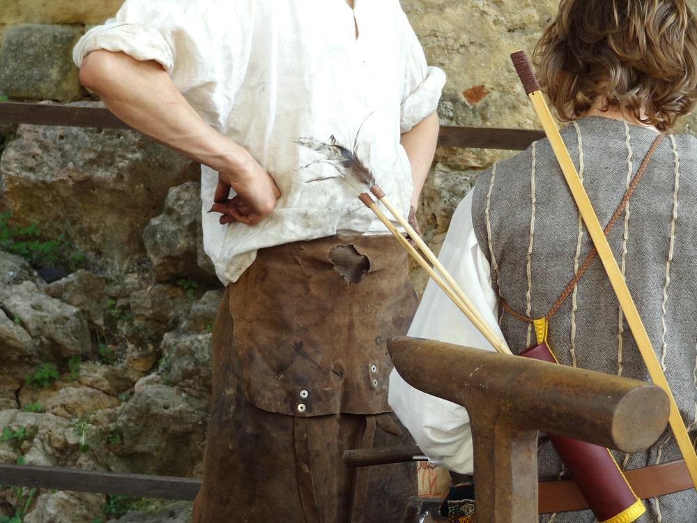 fete medievale en provence forgeron apprentis forge moyen-age