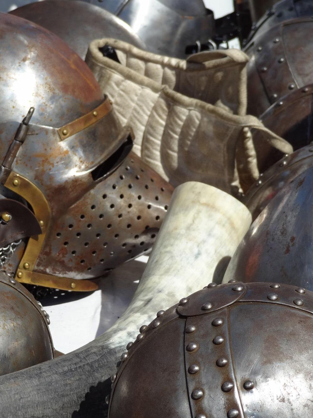 casques et heaumes fete medievale en PROVENCE