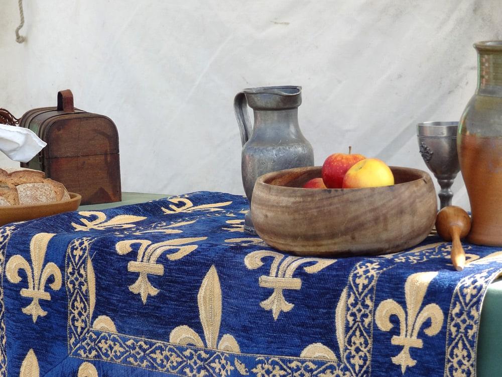 fete medievale en Provence reconstitution moyen age peyrolles