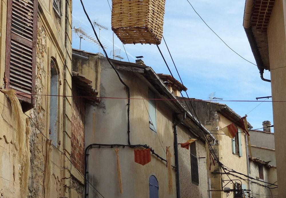 fete medievale en Provence rue de Peyrolles