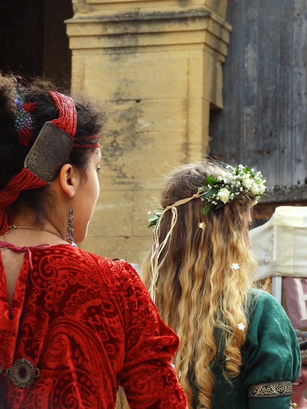fete medievale en provence spectacle de rue fanfare