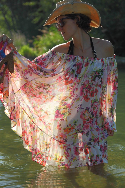 transparences sur robe fleurie