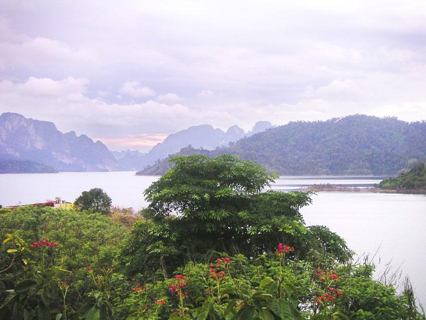 lac barrage khao sok thaïlande