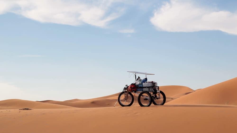 chariot dans le desert marocain pour aventure et trek