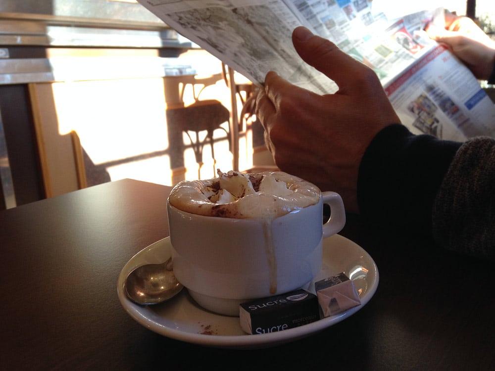 café à Rustrel village provençal des ocres de provence
