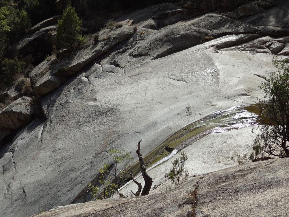 cascades de bavella en corse canyon