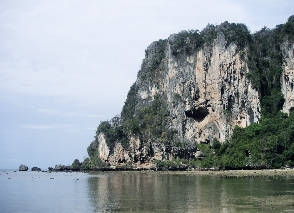 railay beach escalade thailande plage