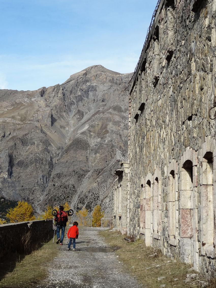 fort-militaire-roche-la-croix-ubaye-en-famille