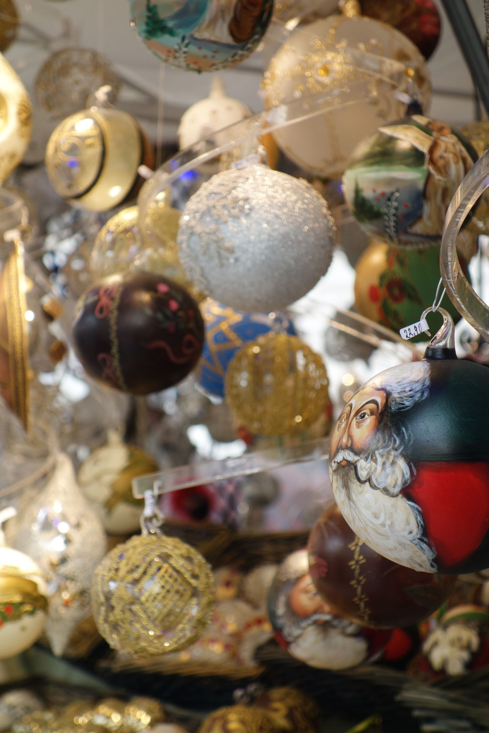 marches-de-noel-vienne-souvenirs-decoration
