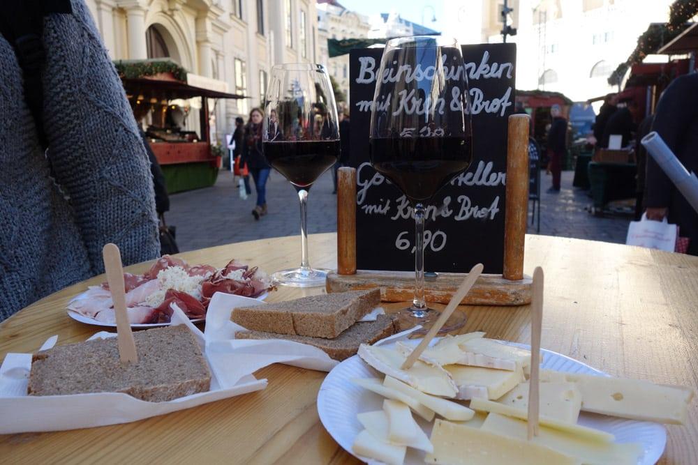 marches-de-noel-vienne-specialites-culinaires-apero-du-monde