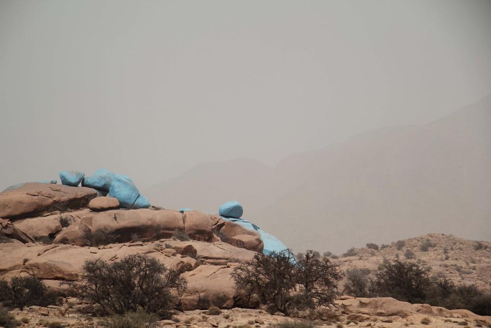 voyage-tafraoute-maroc-rochers-peints-art-landart