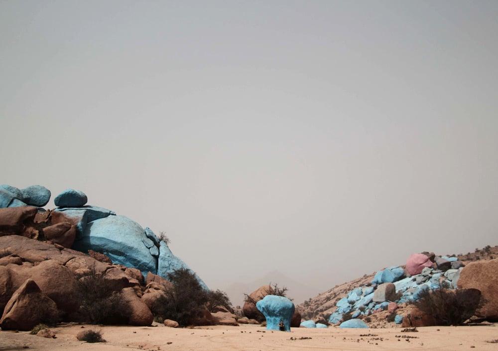 voyage-tafraoute-sud-maroc-rochers-peints-bleus-art-landart
