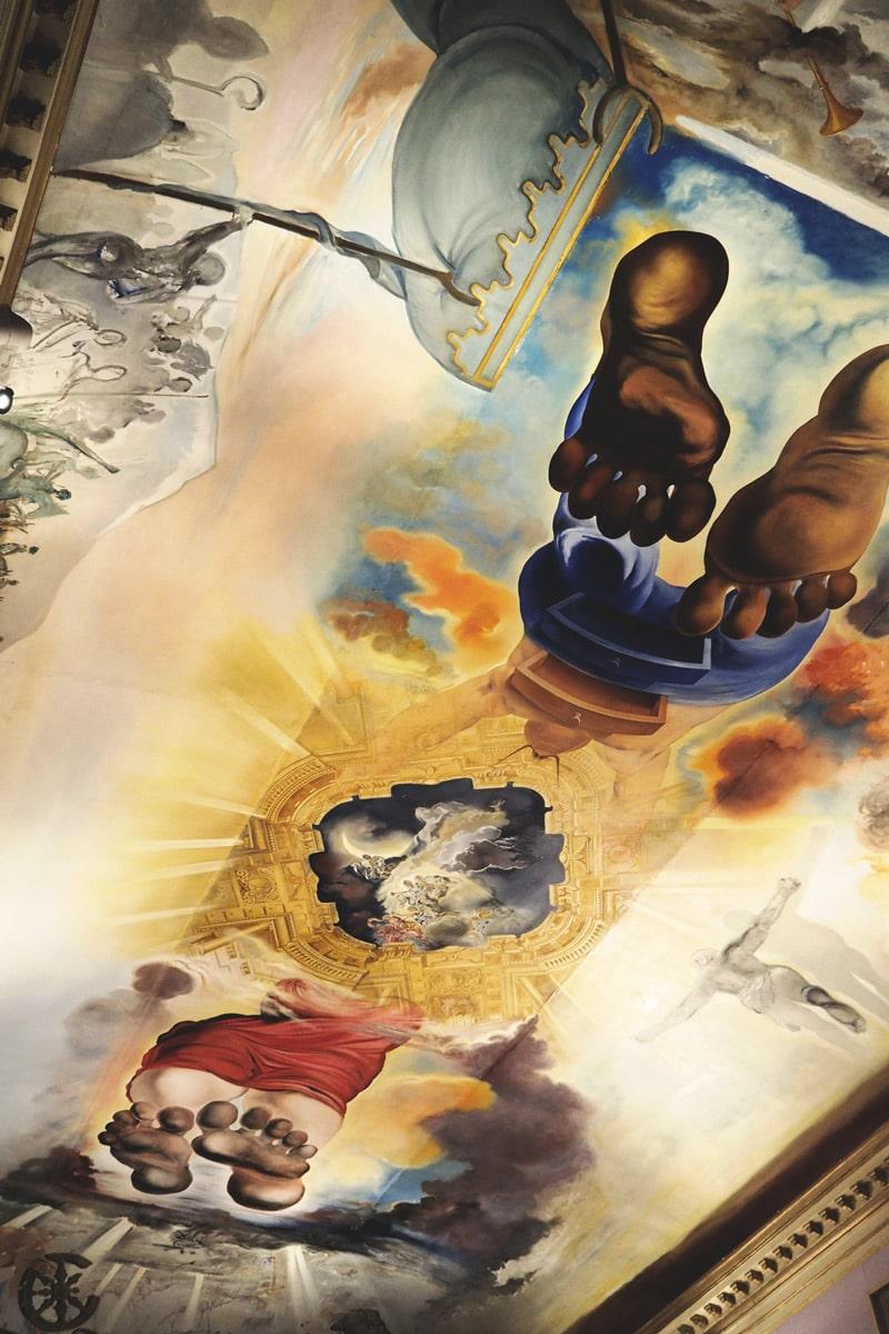 plafond musée Figueras peinture Dali