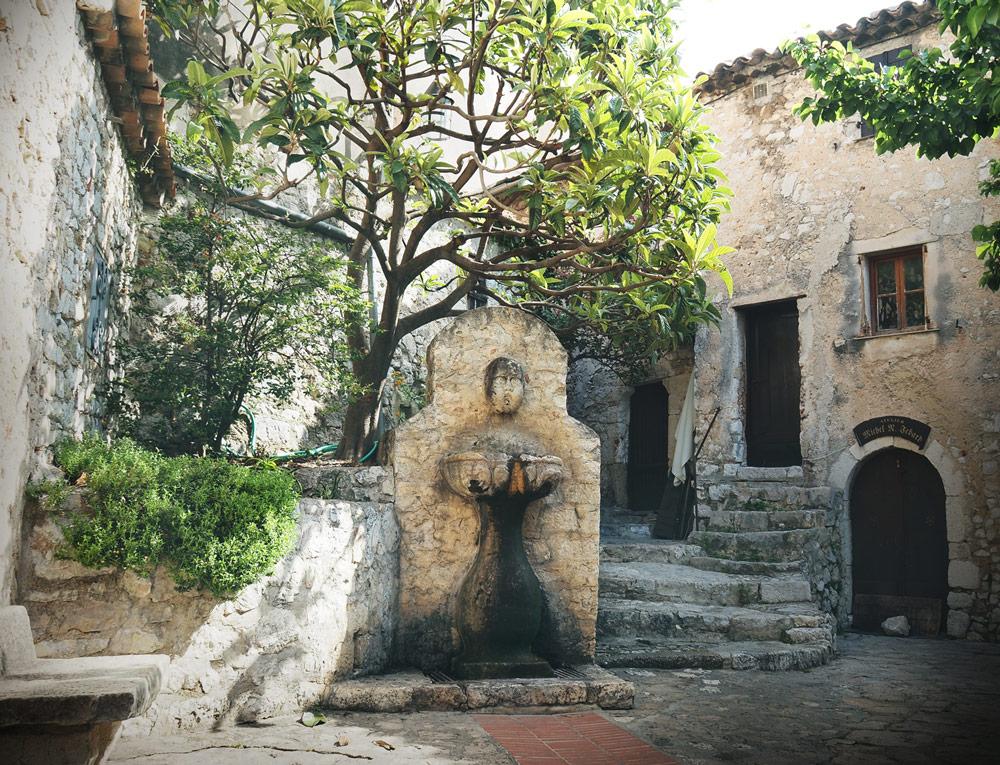 village provençal vieilles pierres Êze Provence