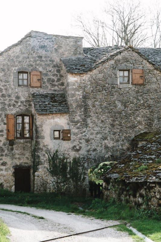 Que faire autour de Millau visiter village typique