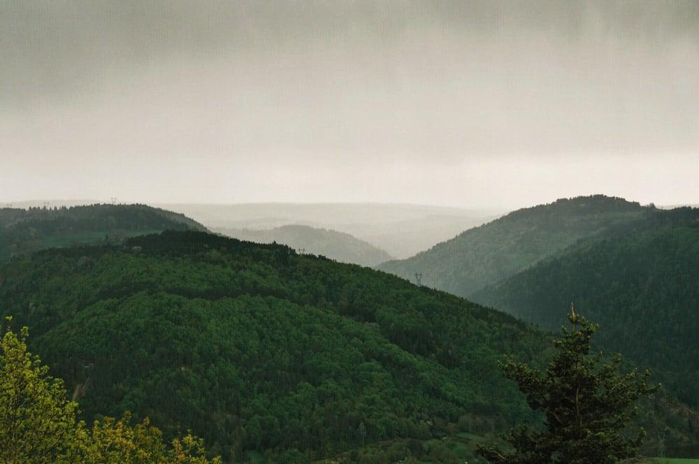 magnifiques Gorges de l'Allier sous la pluie à voir