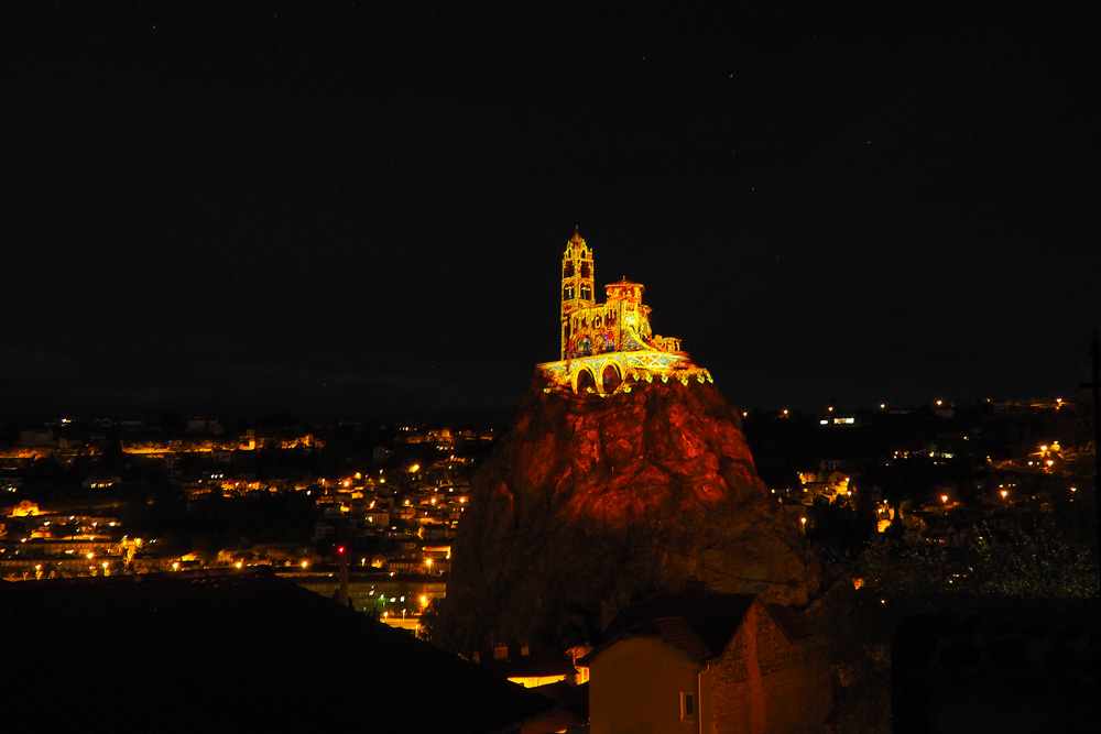 Spectacle Lumières Puy-en-Velay rocher St Michel