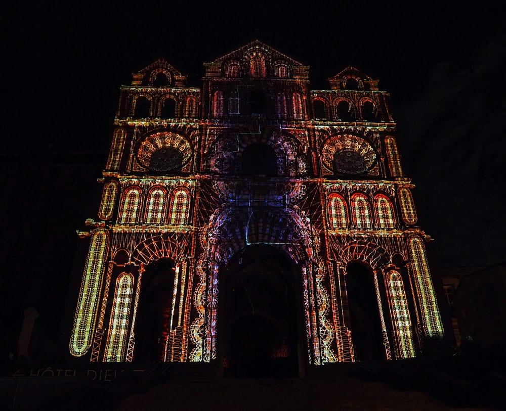 spectacle nocturne Puy de lumières cathédrale Notre Dame Puy-en-Velay