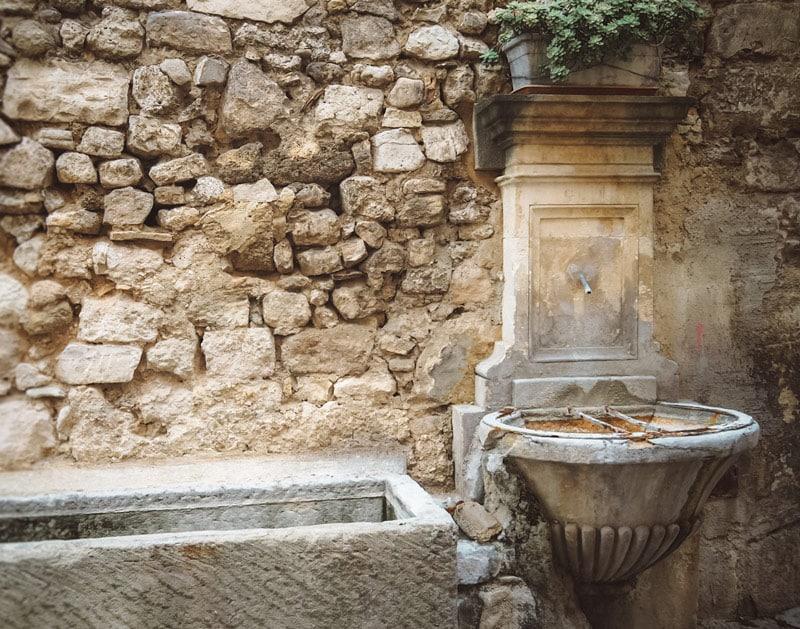 les plus belles fontaines Pernes-les-Fontaine Vaucluse
