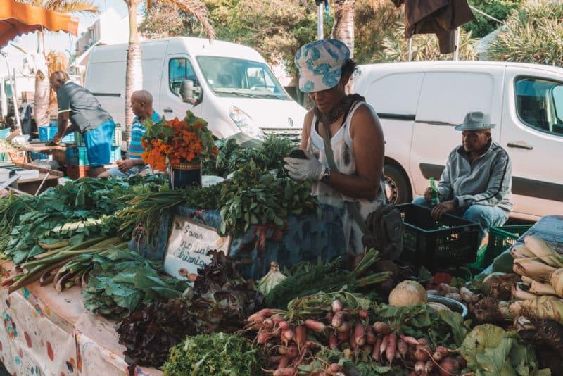 faire le grand marché de Saint Pierre La Réunion