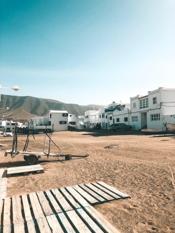 visiter insolite village dans le sable caleta de Famara