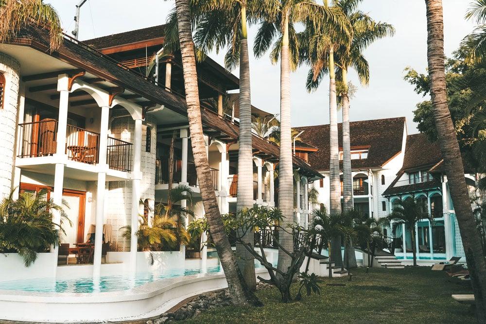 piscine hôtel sur plage Réunion risque requin