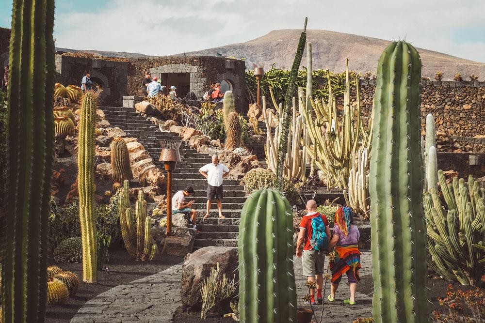 touristes jardin exotique de Lanzarote Canaries