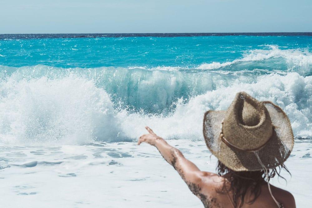 belle plage de sable noir Corse accès
