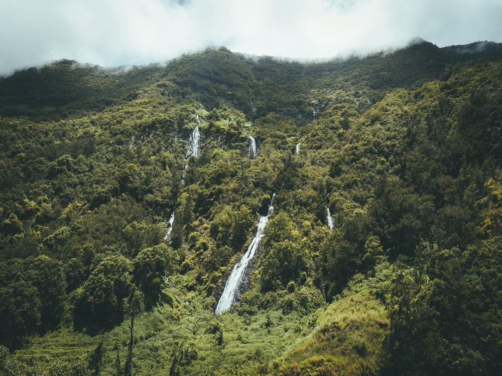 voir plus belle cascade ile de la Réunion voile de la mariée