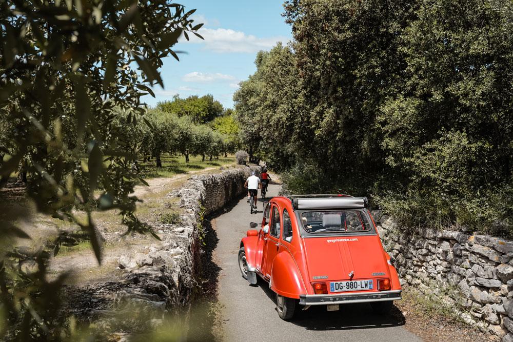 louer 2CV dans le Luberon sortie voiture ancienne