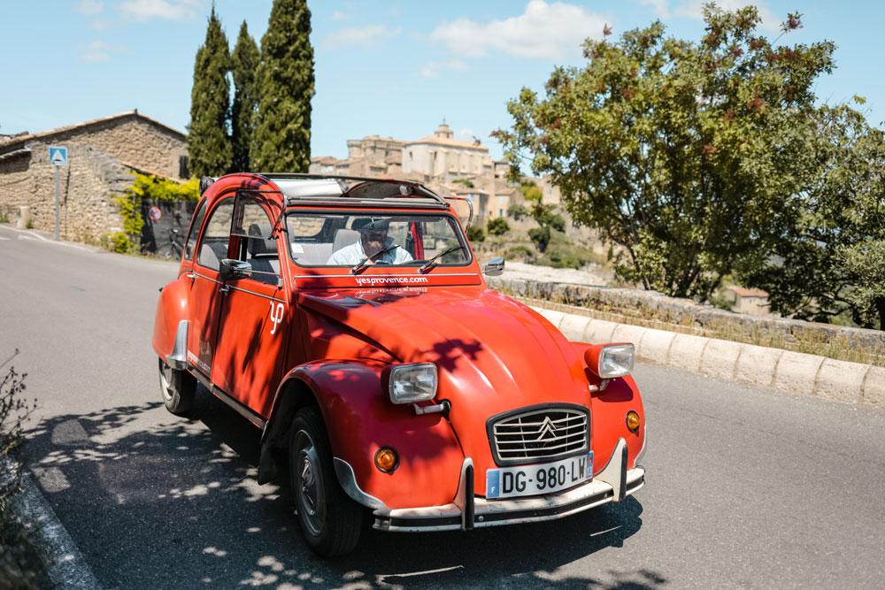 visiter le Luberon en voiture ancienne