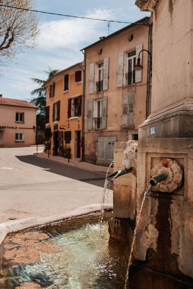 fontaines et centre historique de Riez