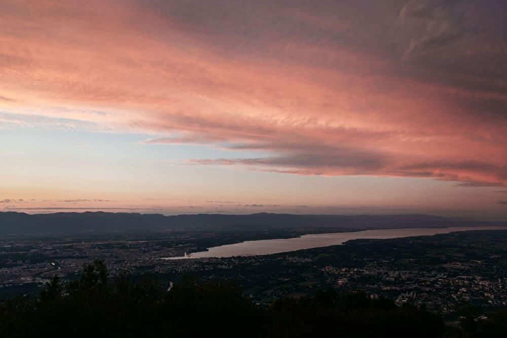 point de vue sur Genève depuis téléphérique Salève week-end