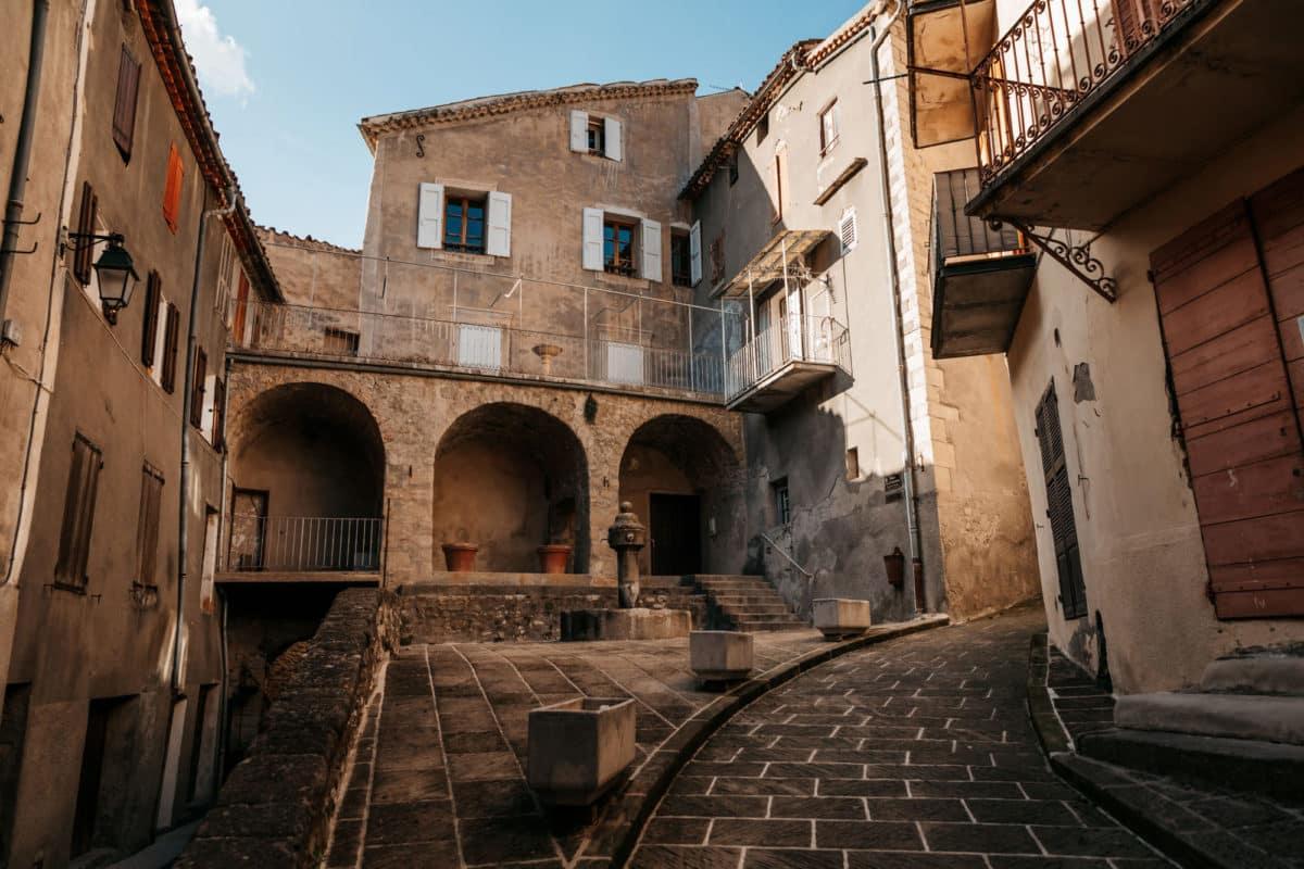 vieux centre historique Annot Verdon