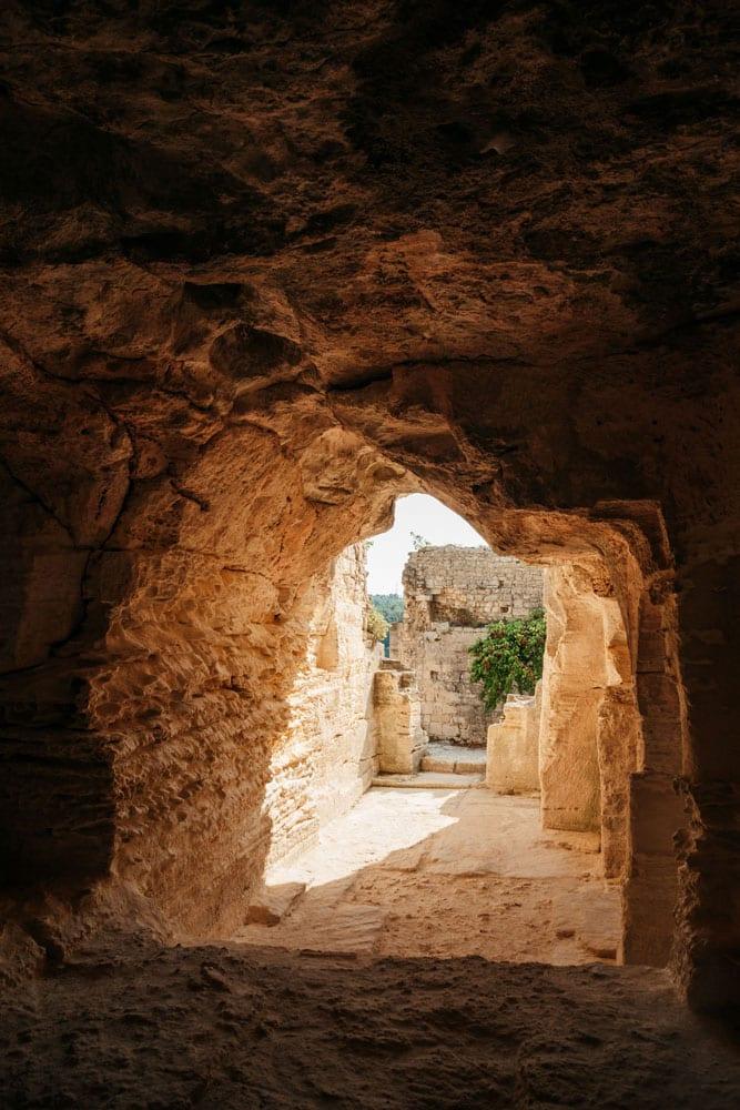 entrer dans troglodytes de Beaucaire